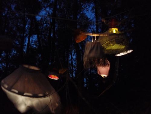 ympäristötaideteos lampuista