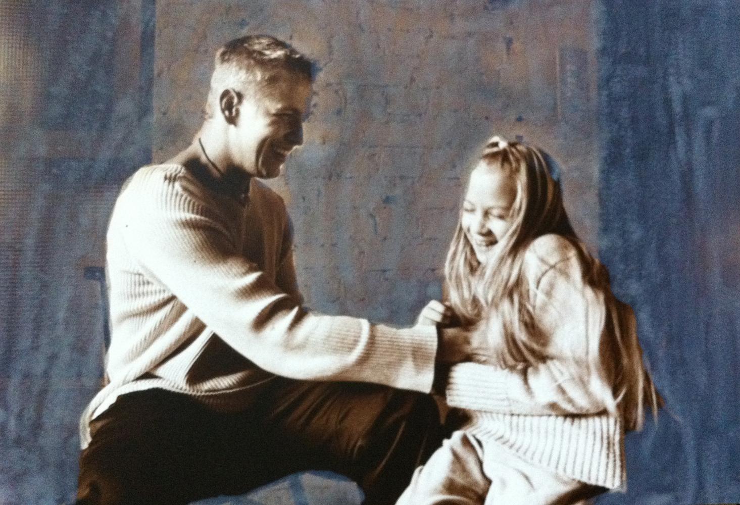 Hersyävää hellyyttä, Isä ja Tytär, Anu Miettinen, 2003.