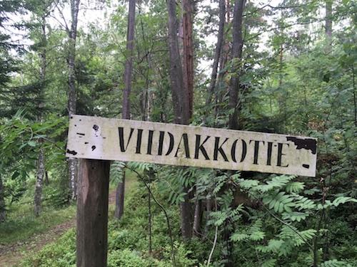 Polkukyltit, Viidakkotie. 2018. Anu Miettinen. Vartiosaari.